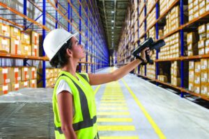 mc3390xr-photography-application-warehouse-woman-scanning-web-72dpi